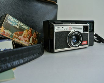 SALE-Retro 60's Kodak Instamatic #324 Camera-Case-Flash Cubes