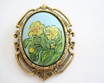 Vintage Gold Tone Filigree Ceramic Flowered Brooch