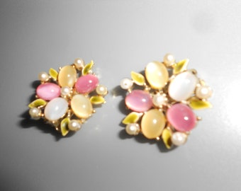 Earrings Pastel Pearls 5 Point Floral Mid Century Vintage 50s/60s Mad Men Clip On Style