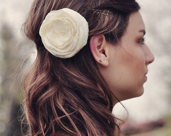 Wedding Accessory, Ivory Flower Hair Clip, Ivory Hair Piece, Wedding Hair Accessory, Bridal Flower Clip, Headpeice, Fascinator, Wedding Veil