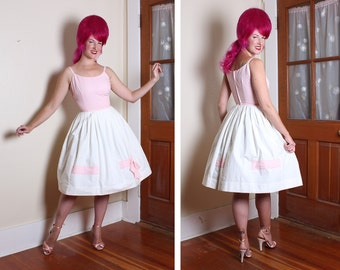 DELIGHTFUL 1950's New Look Baby Pink & White Crisp Cotton Brigitte Bardot Style Sun Dress w/ Large 3D Bow on Skirt - Lolita - VLV - Size S