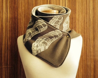 65% OFF! The khaki and beige Dragon scarf