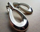 Vintage 80s  Enamel Dangle Earrings Signed TAT Clip On Ivory Silver