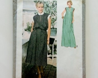70s Simplicity 8919 Maxi Dress Loose Fitting with Tucks, Cap Sleeves Size 10 Bust 32