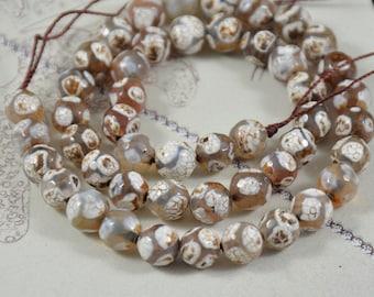 Newest Tibetan Dzi Faceted Football Dragon Coffee White Agate 8mm Gemstone beads Loose One strand