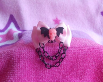 Pastel goth bat and skull ring pink