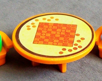 Fisher-Price Little People Furniture Checker Table two Chairs & two LP figures