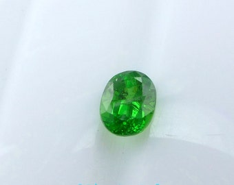 TSAVoRITE Garnet. KELLy GREEn. Oval  Microfacet Cut. BRiGHT, CLEAn and LOVEly. 1 pc. 0.53 cts. 4x5mm (GA417)
