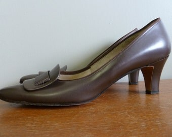60s Brown Heels - Toe Detail - Naturalizer Shoes - Corfam Synthetic Leather - Vintage 1960s - 7 aaa