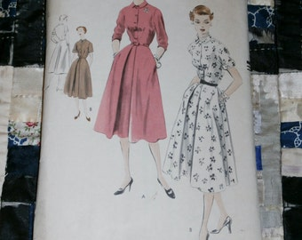 "1950s Vintage Vogue Pattern 7597, Misses Dress Size 14, Bust 32"""
