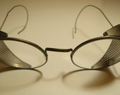 Vintage Round Driving Glasses with Side Shields