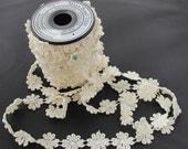 Maya Road Large Daisy Vintace Lace Trim - Cream