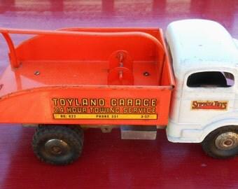Vintage Structo Toyland Garage Tow Truck