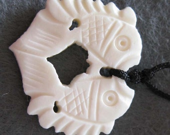 One Bead White Ox Bone Pendant Carved Double Sides Twin Lucky Rich Fishes Jewelry 25mm x 25mm  T2188