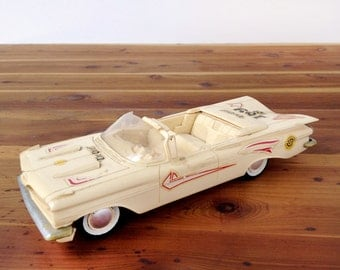 Vintage 59 Chevy, Chevrolet Impala convertible AMT plastic model car, 1:25 scale, 1959 SMP issue customizing kit, cream, decals, The Chief