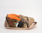 Happy Hunting child youth toddler Slippers Bison Booties preschool orange camo