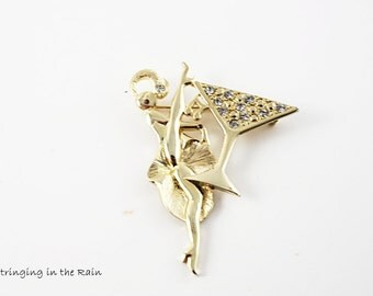 Vintage Signed Brooch /Show Girl / Dancing Lady / new years eve/ Martini Glass with Rhinestones / Goldtone No. 76