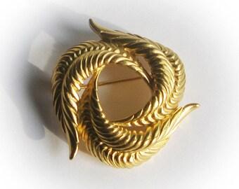 Elegant Gold Leaves Swirl Trifari Brooch