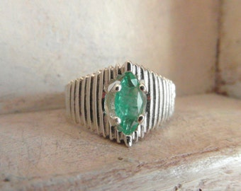 Colombian Emerald- Imperial Style-Cocktail-promise-engagement-union ring-sterling silver
