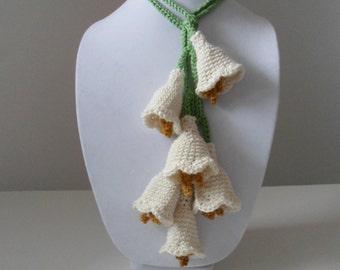 Petite Belle Fleur Crochet Bell Flower Lariat in Cream with Six Flowers