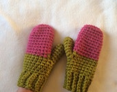 Crocheted mittens in raspberry and lemongrass