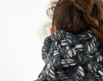 Ajsa woven, felted cowl in grey, white