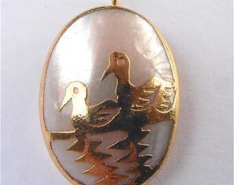 Vintage White Pearl Pendant Vintage Mother of Pearl Cabochon Necklace Vtg Oval MOP Pendant Gold Plate Duck Charm Crane Pendant Bird Pendant
