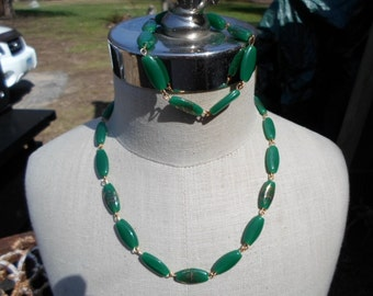 Vintage 1960s to 1970s Green Glass Gold Tone Necklace and Bracelet Set Floral Motif