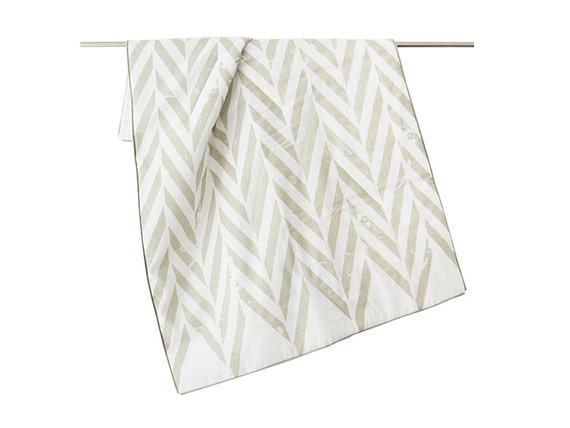 Linen baby blanket by Lovely Home Idea. Cotton or wool batting. ZIGZAG children bedding collection