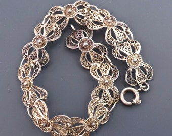 SILVER FILIGREE bracelet . vintage. wire. flower bow  No.001017