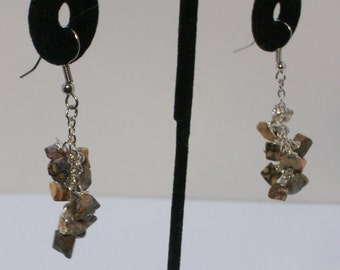 Stone dangle cluster earrings