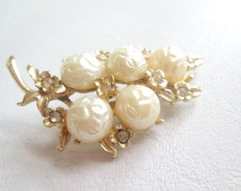 Beautiful Vintage Double Stamped Coro Pearl Pin