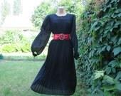 Gorgeous Pleated Dress Vintage / Black / Size EUR46 / UK 18