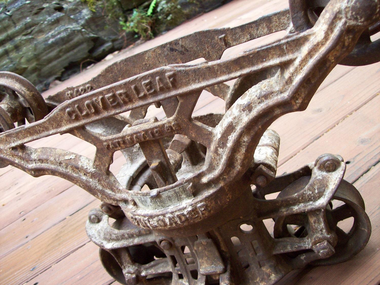 Antique Cast Iron Cloverleaf Hay Trolley Ornate Barn Pulley