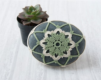 crochet stone, crochet rock, beach wedding decor, ring pillow, table decoration, succulent green and natural thread, bowl element