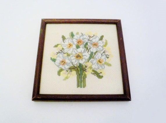 SALE 15% OFF // Vintage Framed Embroidered Bouquet of Lilies Bouquet Needlepoint Wall Hanging