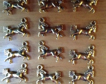 Gold Tone Pewter Horse Charm or Pendant (12)