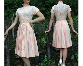 1940s Peach Dress with Lace Back Detail / Sweet Style / Shirtwaist Dress / War Era Dress / 1940s Dress Button Up / Size S