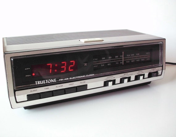 vintage truetone digital clock radio alarm by poorlittlerobin. Black Bedroom Furniture Sets. Home Design Ideas