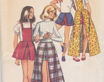 1972 Pantsuit, Skort in Mini and Maxi Lengths with Bib Vintage Pattern,Simplicity 5385, Dartst, Back Zipper, High Low Lengths, Contrast