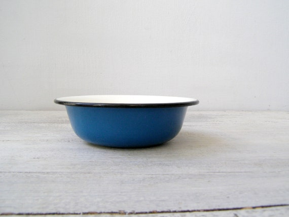Enamelware bowl - From Soviet on Etsy