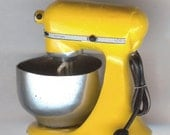 Miniature Pepper Yellow Kitchen Counter Top MIXER. For Your Dollhouse or Fairy Garden.