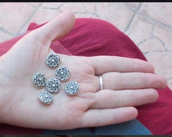 White grey round flower ceramic buttons - 6 little buttons