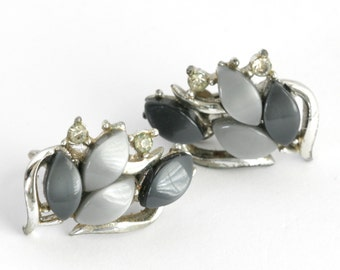 Vintage CORO Grey and Black Thermoset and Rhinestone Clip on MidCentury Earings // Fruitsdesbois Jewelry