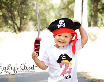 Pirate Birthday Shirt for little boy or girl. Bday shirt with number, pirate hat and name. Tshirt for birthday boy. Pirate Birthday Party.