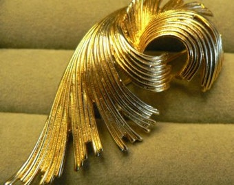 vintage jewels ...  MJENT signed Gold toned SWIRL BROOCH Pin   ...