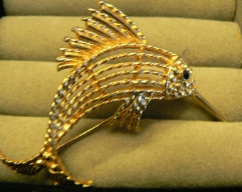 vintage jewels ...  unsigned Gold toned SWORDFISH BROOCH PIN    ...