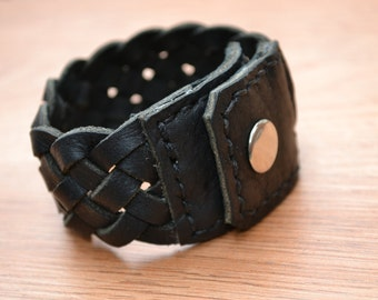 Black oiled leather braided bracelet - Hand stitched