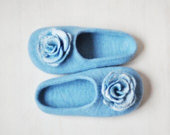 READY TO SHIP - us 8,5/ eu 39/ uk 6/ - Felted slippers for women - Blue slippers with flowers - Handmade home shoes slippers / Wool shoes