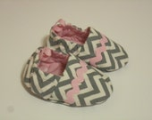 pink and gray chevron baby shoes, soft sole, reversible crib shoes, booties